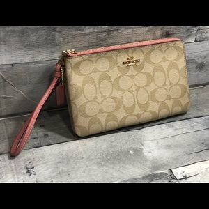 Coach Bags - Coach Wristlet New With tags